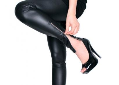 Divatos bőr hatású leggings, fekete színben
