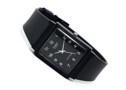 Szögletes Casio karóra fekete vagy fehér hátlappal